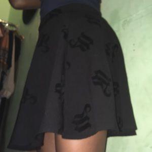 H&M divided black skater skirt us size 6